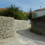 Rua do Ermitério - Meadela, muro de Vedação típico - Meadela. Esta fotografia foi oferecida à Junta de Freguesia da Meadela pelo Sr. Francisco José de Sá Lopes.